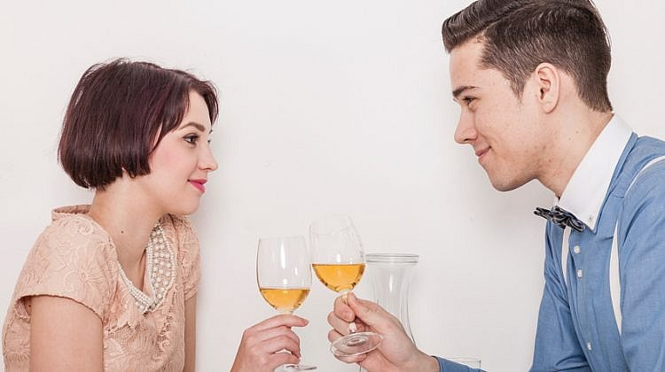 First date etiquette: Who should pay?