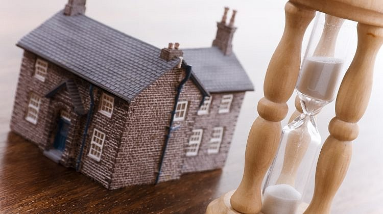 Banks warned about housing crash