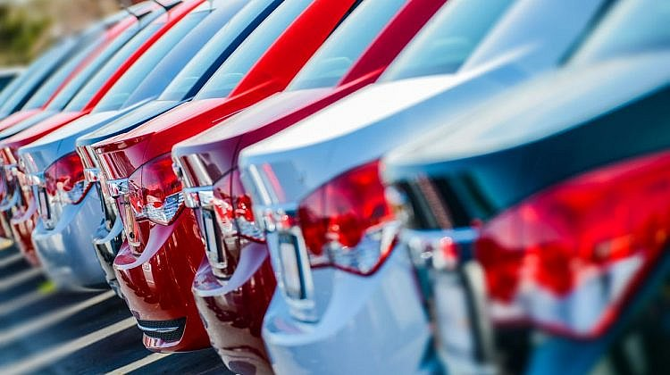New vehicle sales fall 0.8%