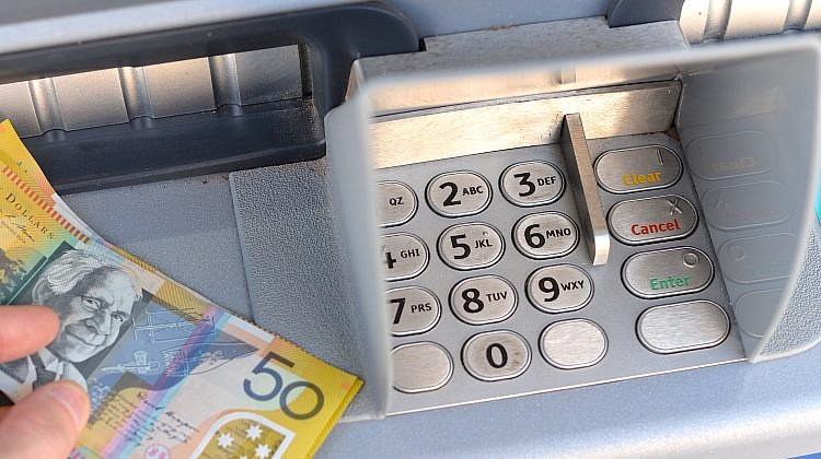 Which banks allow free ATM withdrawals?