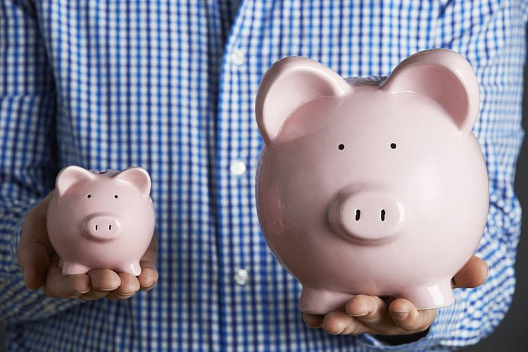 What's the difference between a savings account and a transaction account?