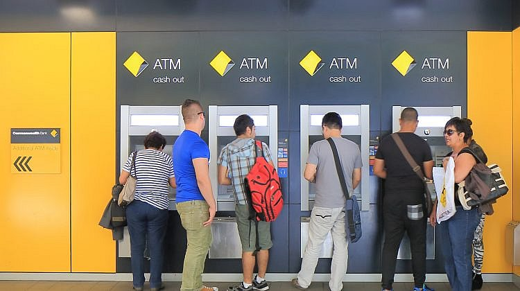 Small banks are better at customer service: survey