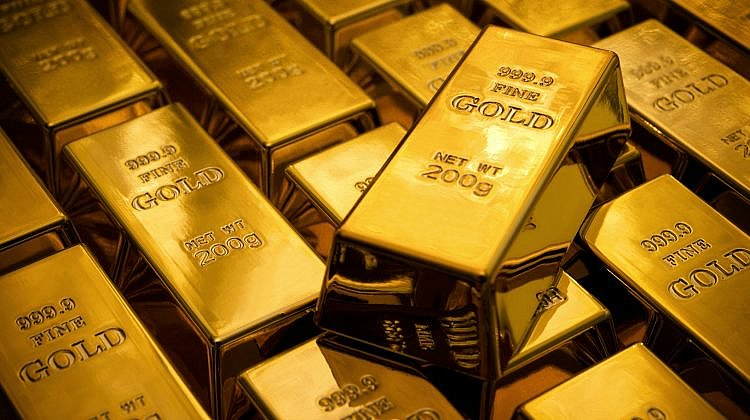 What are the pros and cons of investing in gold?