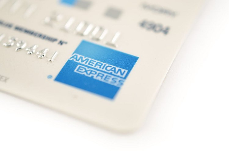 American Express cuts credit card interest rates