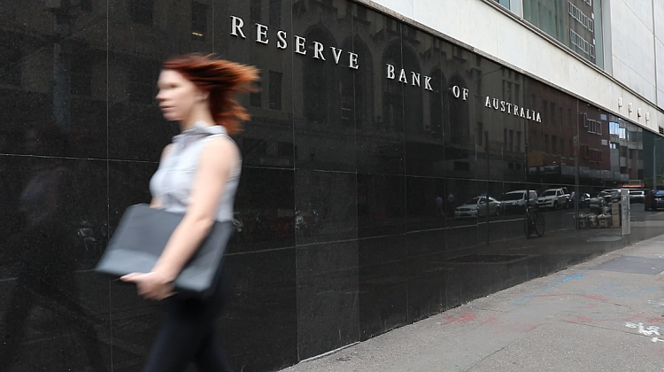 RBA leaves the cash rate on hold as more banks slash fixed rates