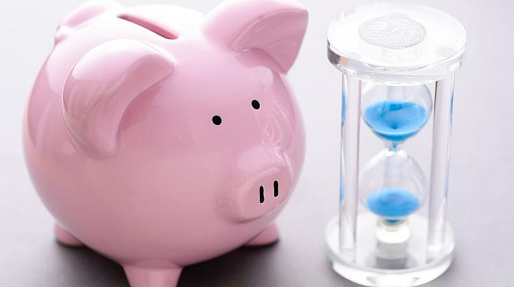 Smaller lenders beating big banks on three-year term deposits