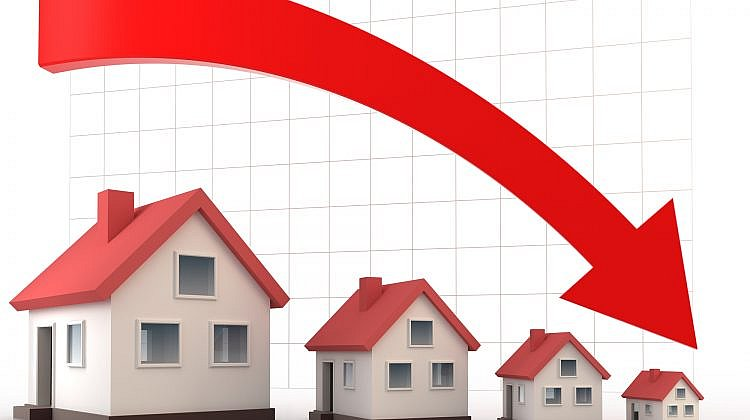 Property prices falling in major cities