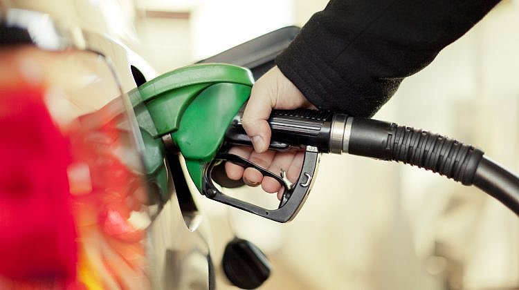 ACCC urges car owners to hunt for cheap petrol