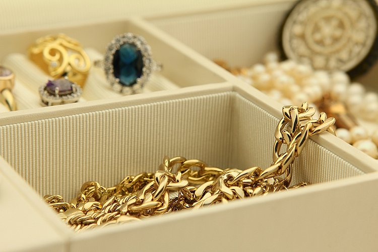Will my home insurance policy cover lost jewellery?